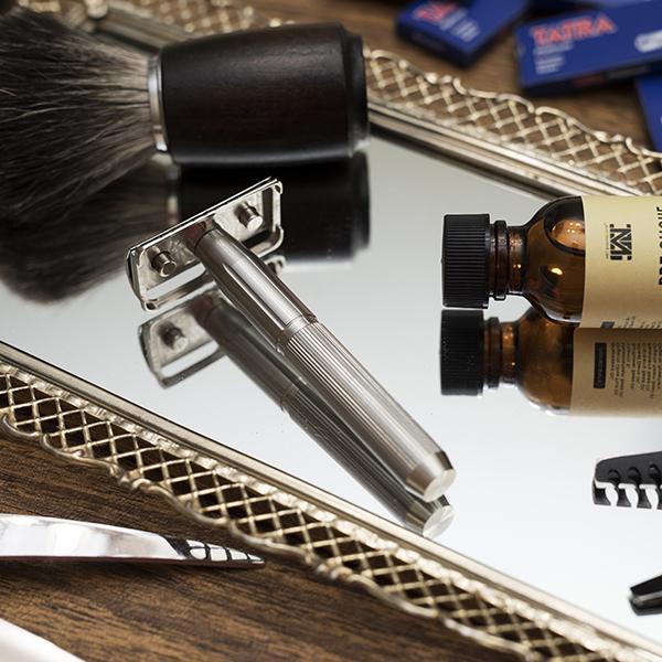 stainless steel safety razor - lifestyle 2